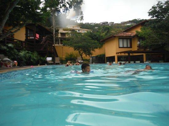 Hotel La Foret: Pileta del hotel muy amplia y climatizada