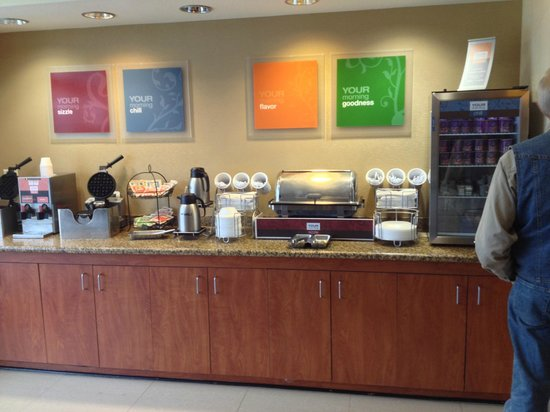 Best Western Plus Seabrook Suites: Hot and cold breakfast buffet, scambled eggs, bacon, juices, etc