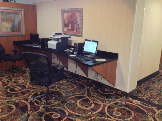 Best Western Plus Seabrook Suites : Two computers for hotel guests