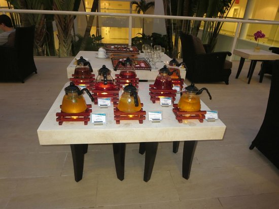 Playacar Palace: Tea service near the spa