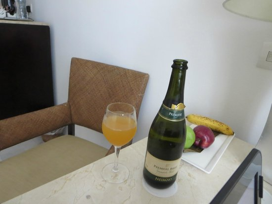 Playacar Palace: Mango juice & sparkling white wine
