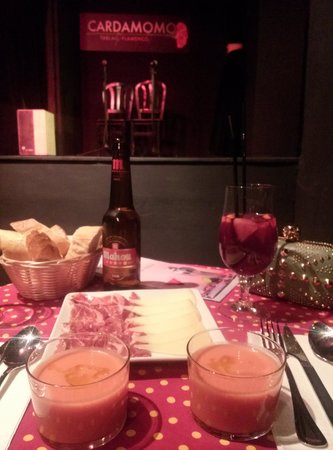 Tablao Flamenco Cardamomo: gazpacho e ibericos en primera fila