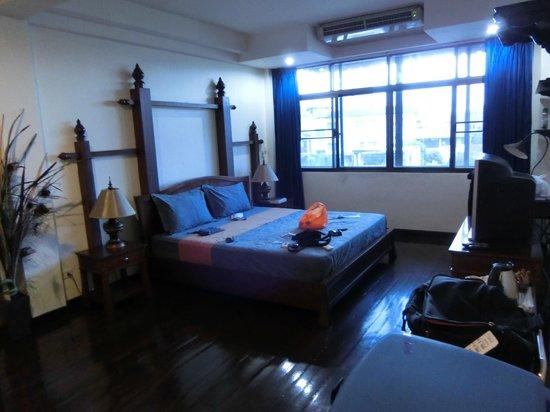 Hansaah Guest House: chambre au dernier étage spacieuse