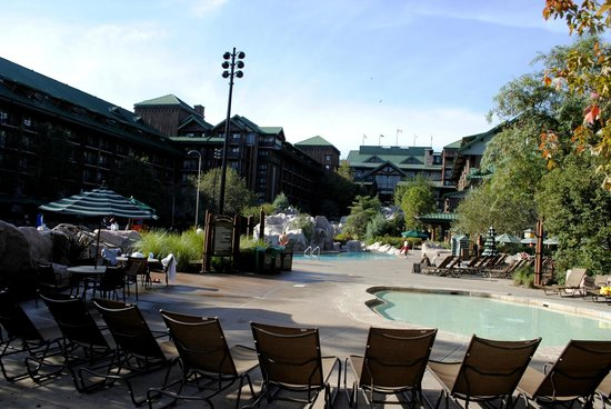 Boulder Ridge Villas at Disney's Wilderness Lodge: The pool area and lodge