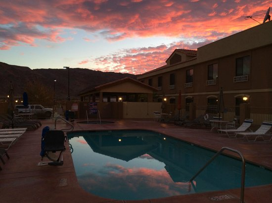 Rodeway Inn & Suites 29 Palms near Joshua Tree National Park: Sunset from pool.  Pavilion behind.