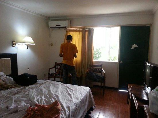 Hotel Tanjung Emas : Bed