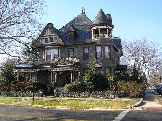 Spencer-Silver Mansion: Spencer Silver Mansion from street