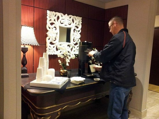 DoubleTree by Hilton Des Moines Airport: free coffee in lobby
