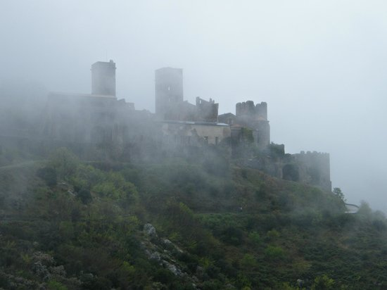 Monastery Sant Pere de Rodes : Monestir en la boira