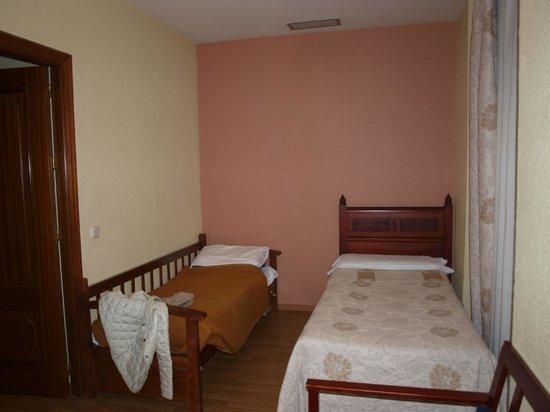 Hotel Montecarlo: Saloncito utilizado para habitación/ 1 cama + 1 sofá