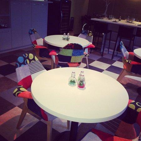 Dublis Restaurant: A wonderful friendly place with designer interiors