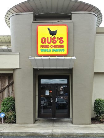 Gus's World Famous Fried Chicken : Entrance