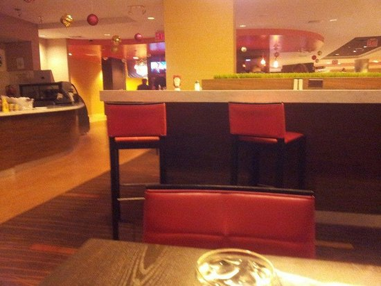 Courtyard New York LaGuardia Airport: Restaurant