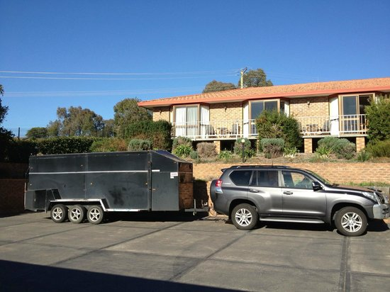 Hume Country Motor Inn: good off street parking