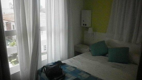 Hotel Tamanacos: Cama de dos plazas super pequeña