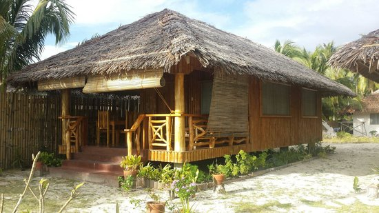 The Bruce : The Cottage. Php 1800/overnight. No aircon. 2 beds. With ref, stove, 2 stand fans. Good for the