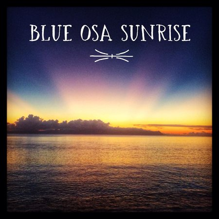 Blue Osa Yoga Retreat and Spa : Amazing sunrises can be seen about 5:30 on the beach
