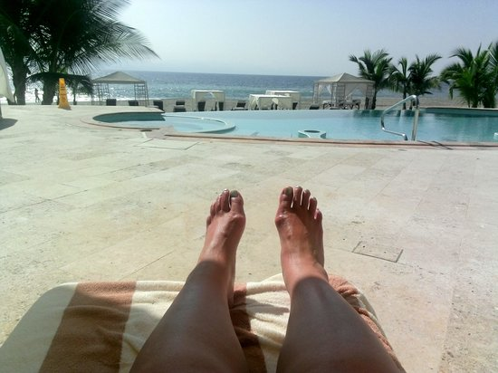 Casa Velas : the requsite toes shot.