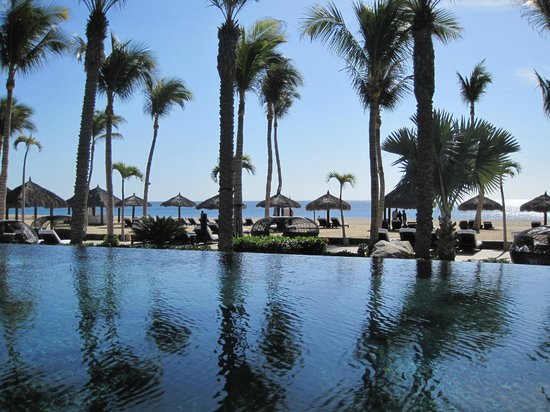 Cabo Azul Resort : View from pool