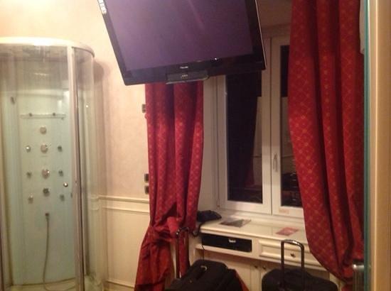 อัลวิมินาเล่ฮิลล์ อินน์&โฮเต็ล: buen tamaño tele cuarto room 503