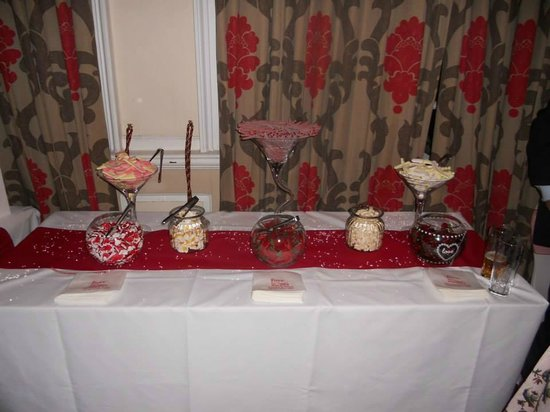 Maids Head Hotel: The famous sweet buffet