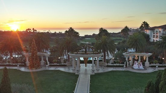 Monarch Beach Resort: Overlooking the lawn and pools