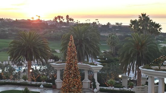 Monarch Beach Resort: Grounds during holiday season