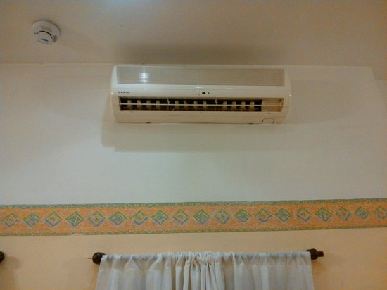 Milhouse Hostel Hipo : Air Conditioning siystem inside the room