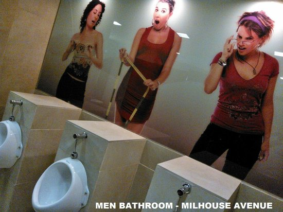 Milhouse Hostel Hipo: Funny art at Milhouse Avenue Hostel men´s bathroom