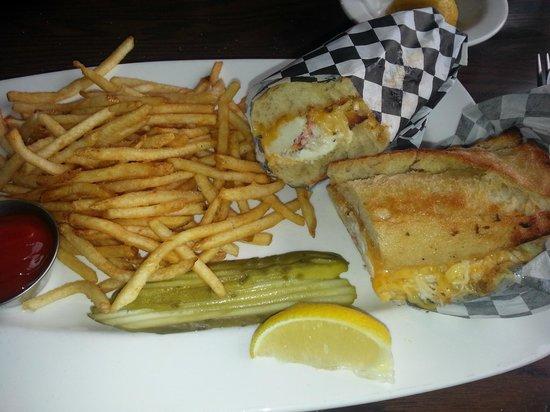 Wayfarer Restaurant: Crab Sandwich