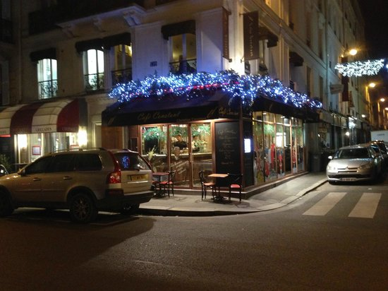 Hotel Relais Bosquet Paris: Cafe Constant - late in the evening - otherwise packed
