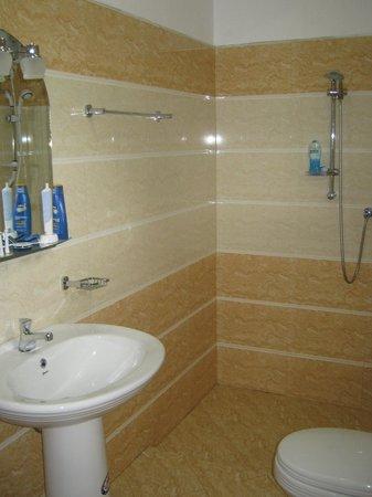 Kumara Guest House: Ванная