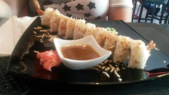 KOI SUSHI: Coconout roll