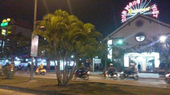 AVANI Hai Phong Harbour View Hotel: city