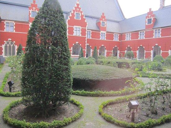 STAM Ghent City Museum: Courtyard
