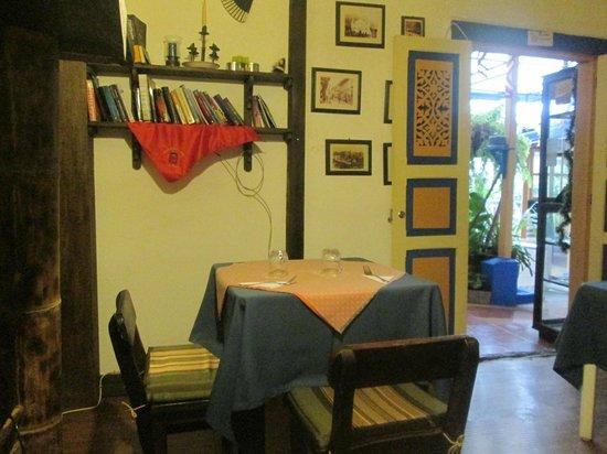 Ciudad de Segorbe Hostel Salento: Breakfast room when its raining