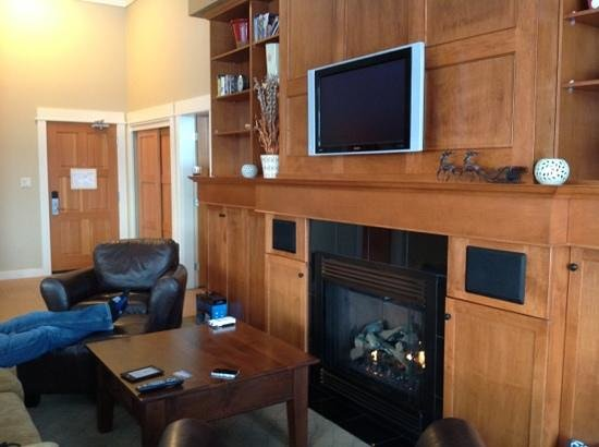 Snowbird Lodge: needs new tvs!