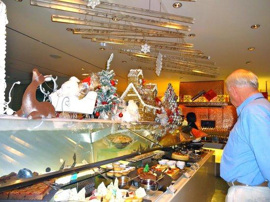 Sheraton on the Park, Sydney: Christmas Buffet in Feast Restaurant