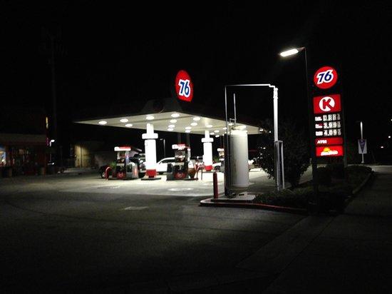 BEST WESTERN Cajon Pass: Circle K Right Next Door