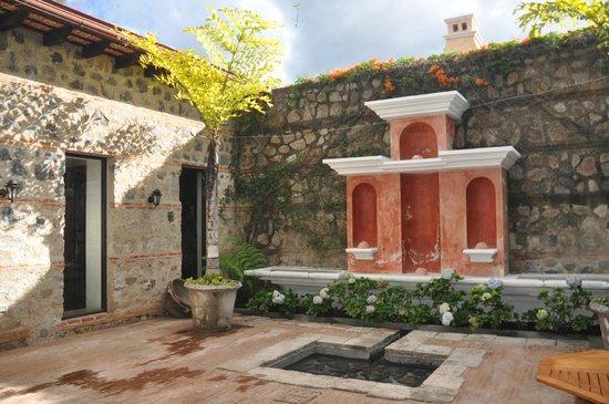 Porta Hotel Antigua: Courtyard