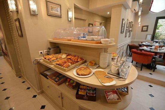 Hotel des Comedies: 朝食はビュッフェ。品数もまずまず。