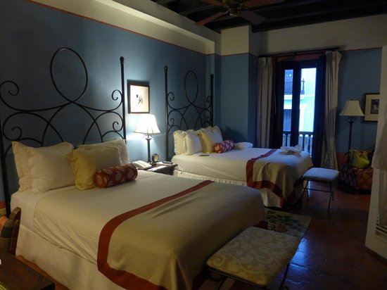 Hotel El Convento: Room with two double beds