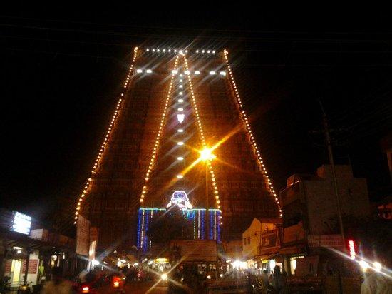 Sri Ranganathaswamy Temple: srirangam (en) lighted Temple tower-Muralitharan 22.12.13