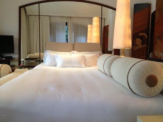 Phulay Bay, A Ritz-Carlton Reserve: huge bed
