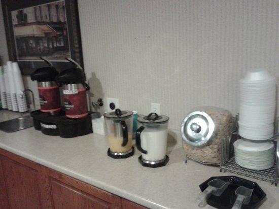 Colfax Inn: bfast area cereal and drinks