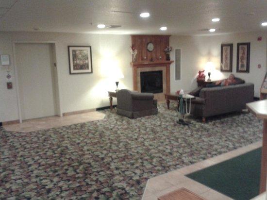 Colfax Inn : lobby seating area