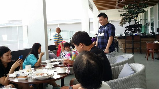 Hatten Hotel Melaka : Breakfast seen very slow .. very nice view
