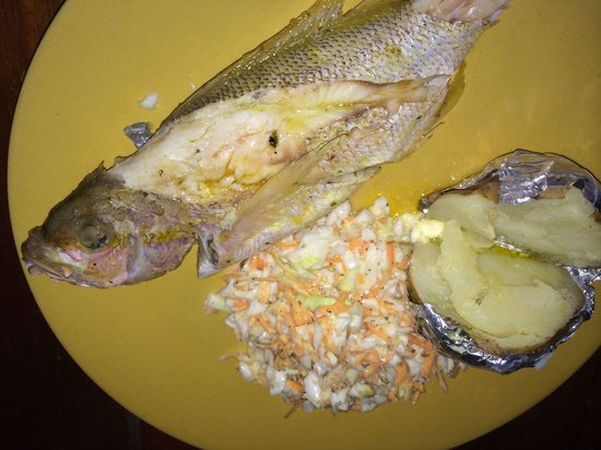 Belizean Flavas : Fish with potatoe and coleslaw