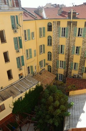 Hotel Antares : hostel and patio area, beautiful!