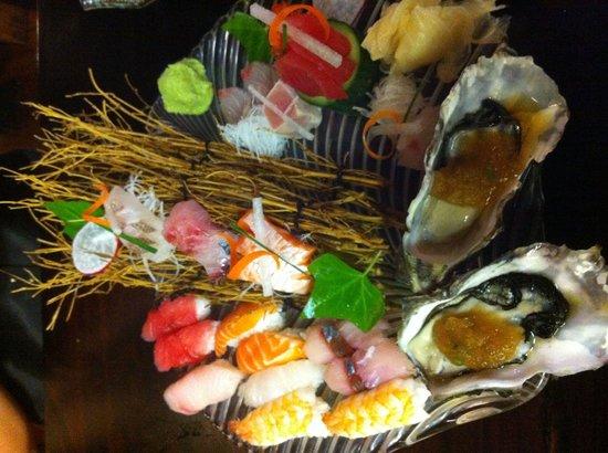 Tanuki Sushi & Sake Bar: Sushi & sashimi platter